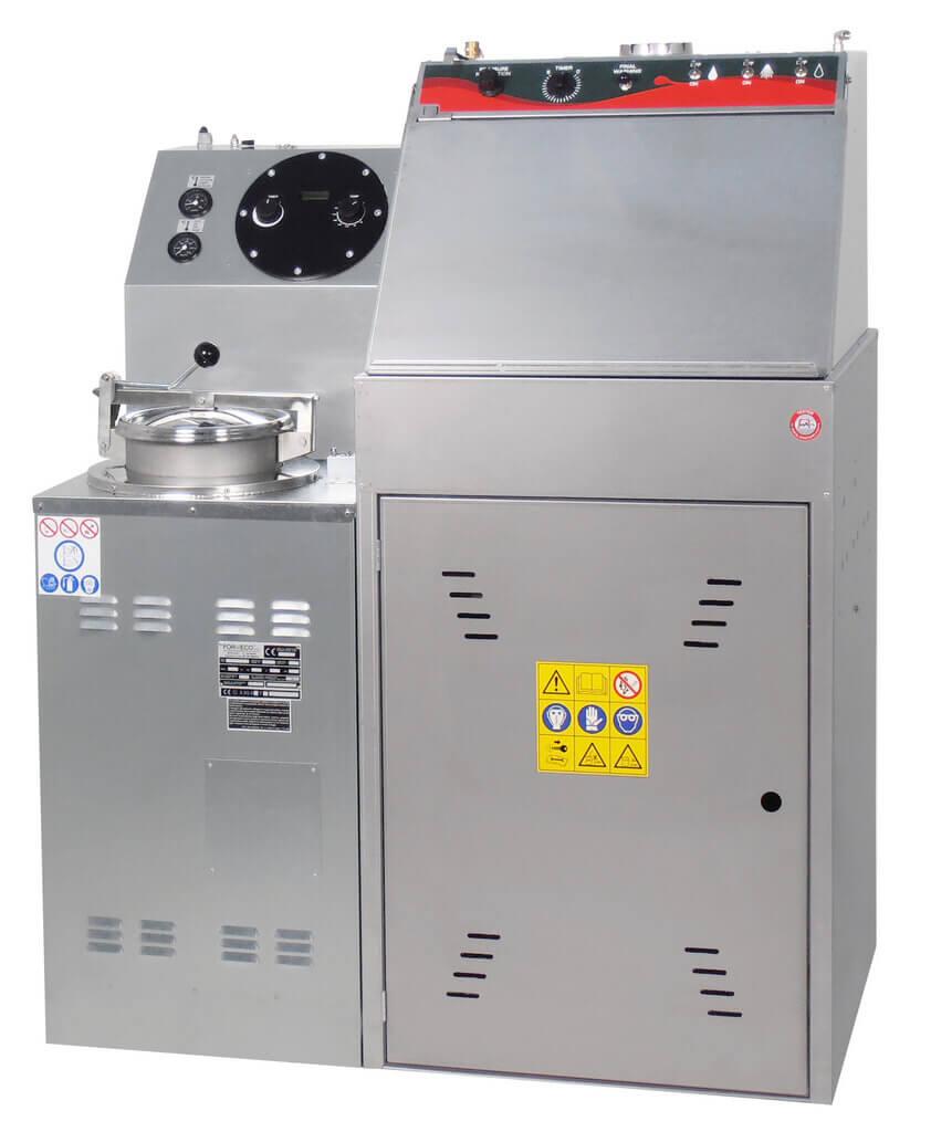 Spray gun washer for solvent based paints with inbuilt solvent distiller