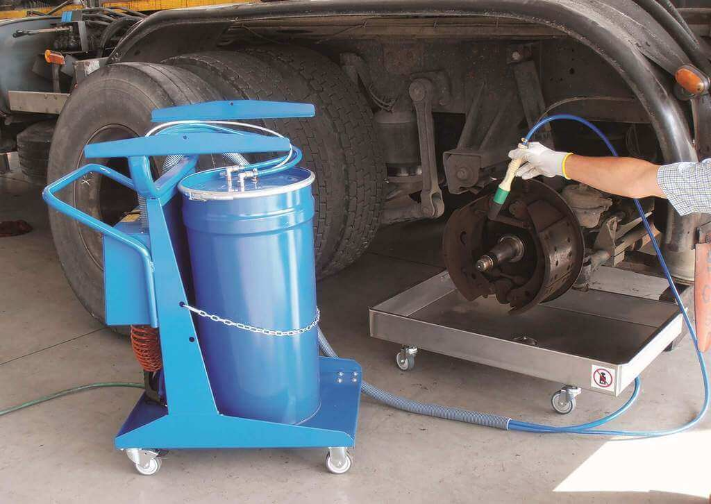 270V-Mobile Brake and parts washer - Blue in action